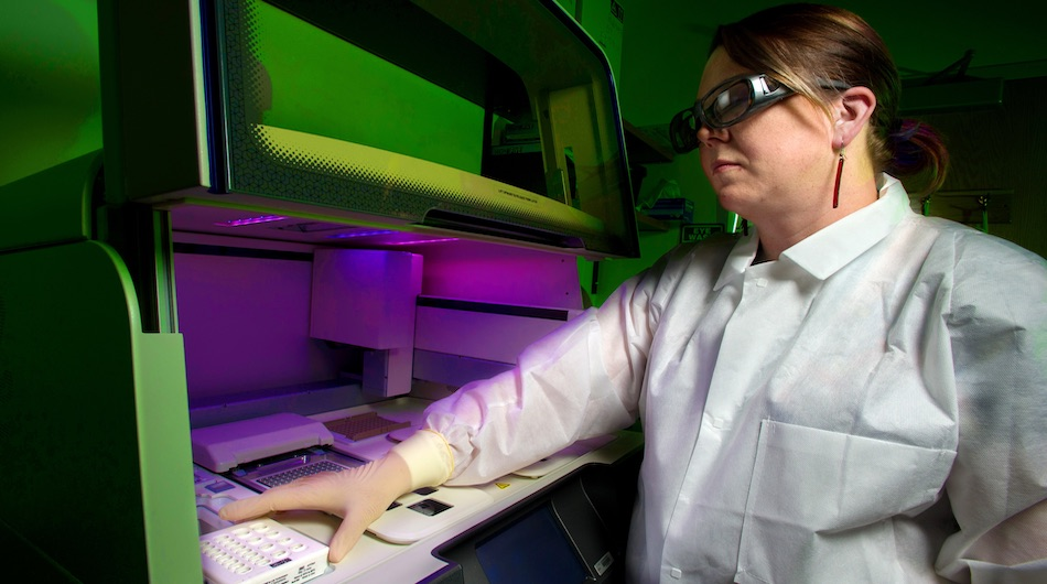 dna lab scientist